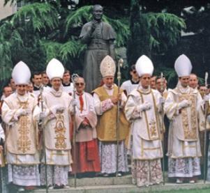 Katolikus hitvédelem - Bangha Béla SJ nyomdokain: Tradícionális liturgikus  öltözékek